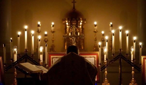 Były żołnierz z USA odkupił opuszczony kościół, by udostępniać go dla księży tradycyjnych